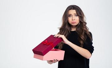 Comment bien réagir quand un cadeau ne vous plait pas