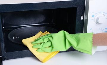 Nettoyer l'intérieur d'un micro-onde