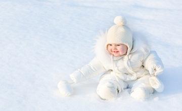 Sortir l'hiver avec un nouveau-né