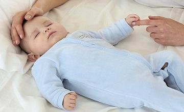 Des astuces pour bien endormir votre bébé tout en offrant une sieste bénéfique