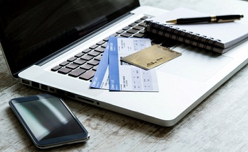 Le prix en ligne de votre billet d'avion différent selon votre carte bancaire : info ou intox ?